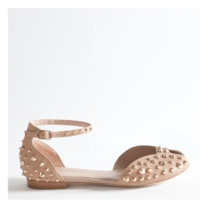 http://www.ilowshopping.it/collections/scarpe/products/sandalo-borchiato