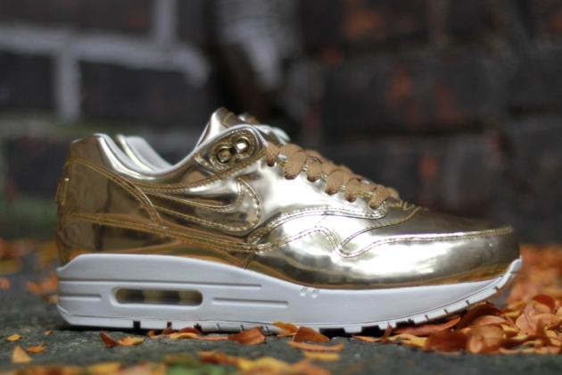 nike-wmns-air-max-1-liquid-gold-01